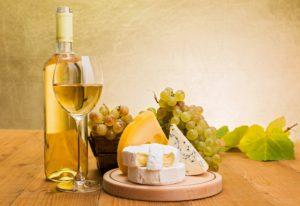 Еда и белое вино