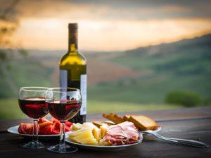 Еда и сухое вино