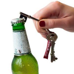Открыть пиво ключами