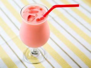 Розовое молоко