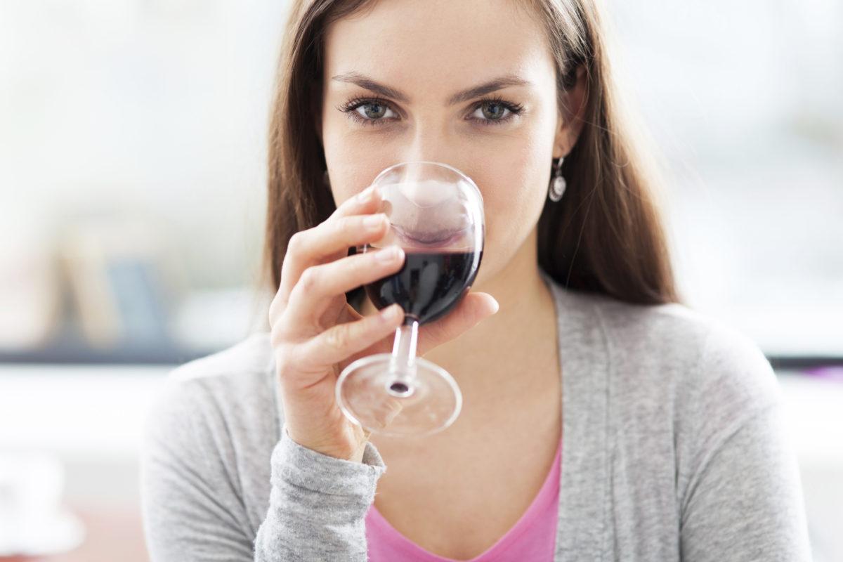 Можно ли пить вино сухое, безалкогольное, белое беременным, можно ли пить алкоголь при планировании и на ранних сроках беременности